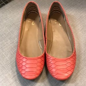 Coral slip on size 7.5 shoes